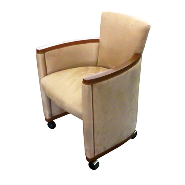 Cosmopolitan Game Chair